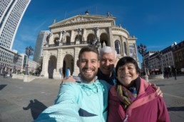 Selfie vor der alten Oper in Frankfurt beim Mainova Frankfurt Marathon 2016