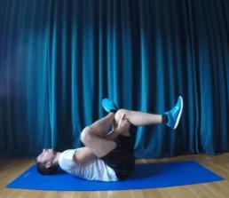 Gesäßmuskel dehnen hilft beim Läuferknie