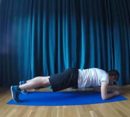 Planks helfen beim Läuferknie