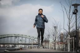 Laufen im Winter ist gesund. Aber es gibt einige Dinge, die du beachten solltest. Mit meinen 5 Tipps kommst auch du sicher durch den Winter.