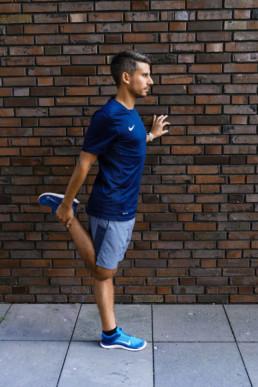Dehnübung für den vorderen Oberschenkel | RunnersFinest.de