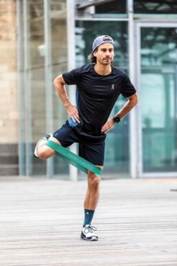 Hüfttraining für Läufer: Beinabspreizer stehend Endposition
