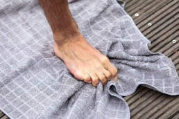 Füße trainieren Handtuch greifen