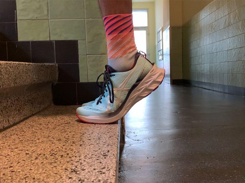 Schienbeinschmerzen durch exzentrisches Training auf der Treppenstufe lindern